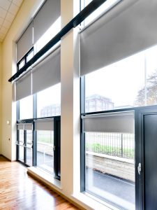 Rolshade 430E Solar powered hall blinds